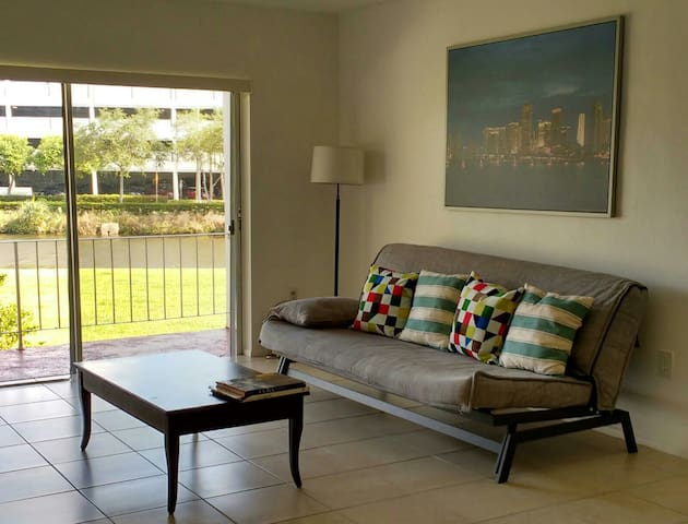 Entire Spacious Miami Apartment / Near Mall, Metro - Miami - Appartement
