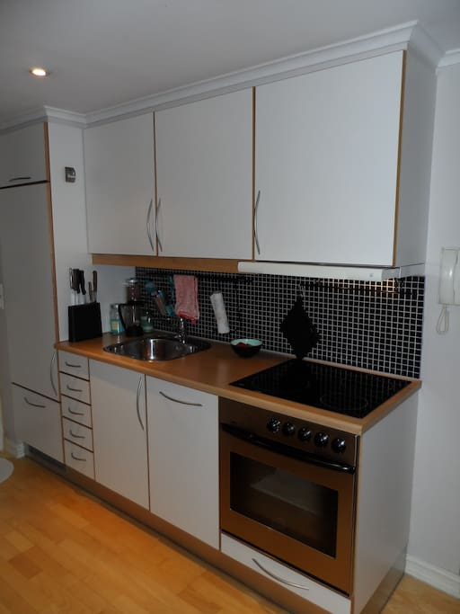 Fully equipped kitchen with dish washer