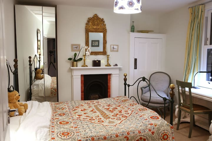 Private Double Room with Ensuite - Garden View