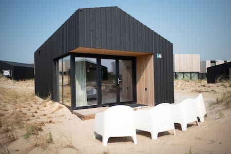 Trendy lodge with dishwasher, 100 m. from the sea