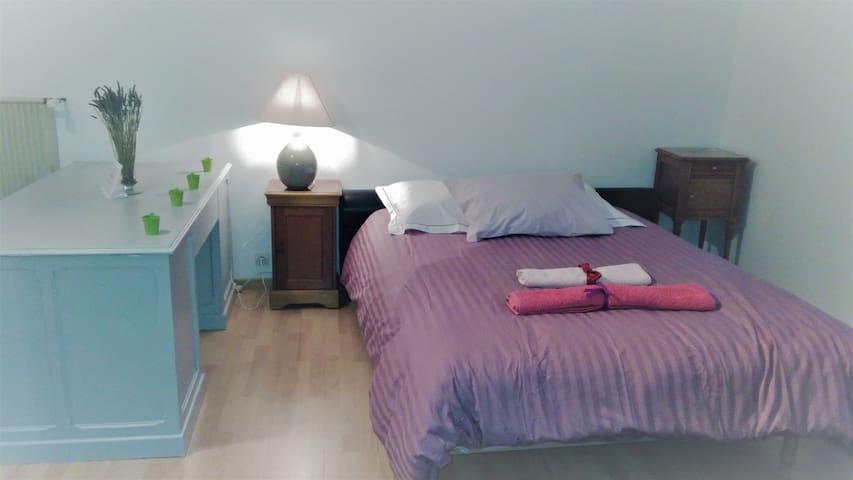 Chambre dans maison agréable en lisière de forêt