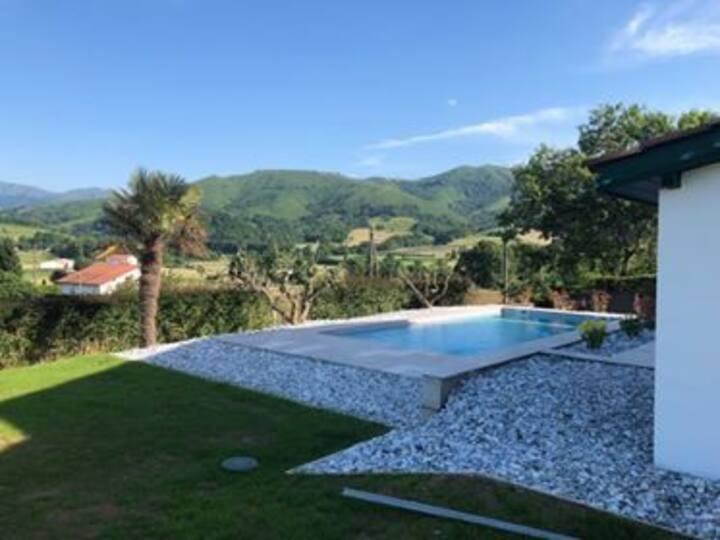 Gîte Hergarai, tout confort, piscine, 11 personnes