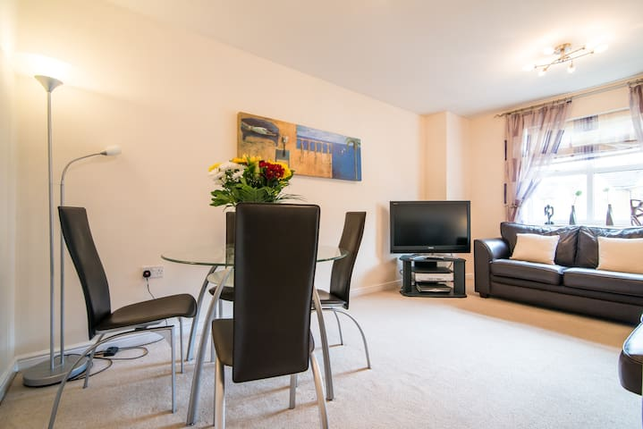 The Manchester Sanctuary -S/C 3 bed - Whitefield - Daire