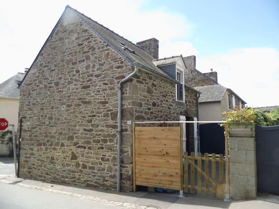 Maison de bourg, avec courette fermée