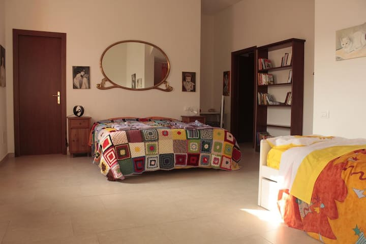 camera con 4 posti letto e bagno