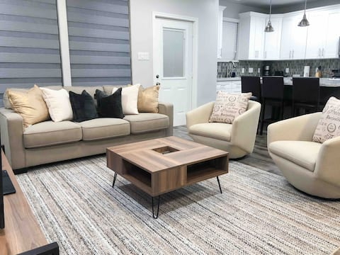 Modern spacious 1br in gated community w/King bed