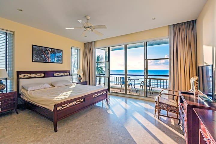 Master bedroom with a large balcony and sea-view during the sunrise. All bedrooms with ensuite bathroom.