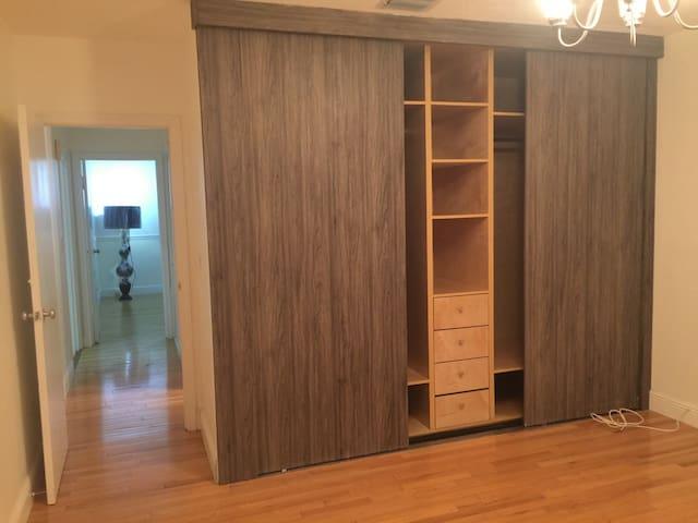 Habitacion 1 closet/Master Bedroom