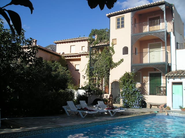 Casa del Jardin, country gite, pool - Acequias - Apartmen