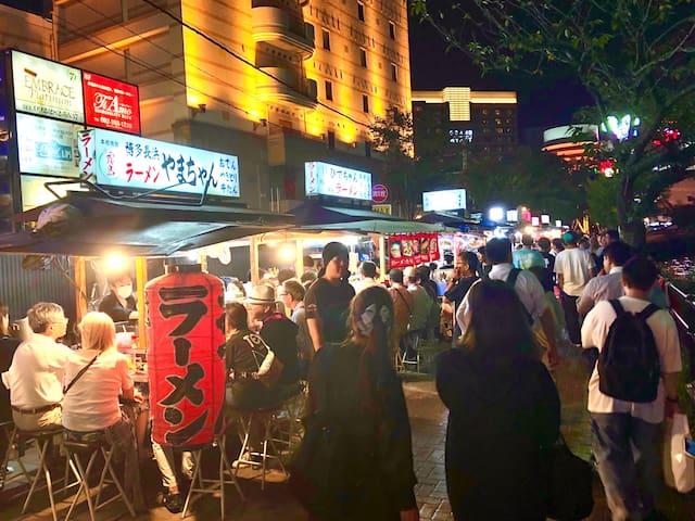 福岡と言えば屋台!ホテルから歩いて行くことができます!/ You can go to the food stalls from the hotel by walking!