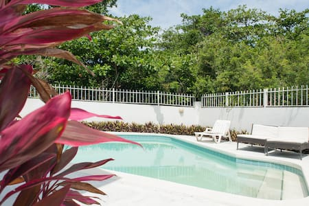 Sea Beach Hideaway - Nassau - Townhouse
