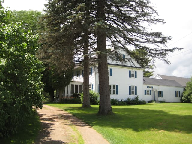 Colonial house near beach