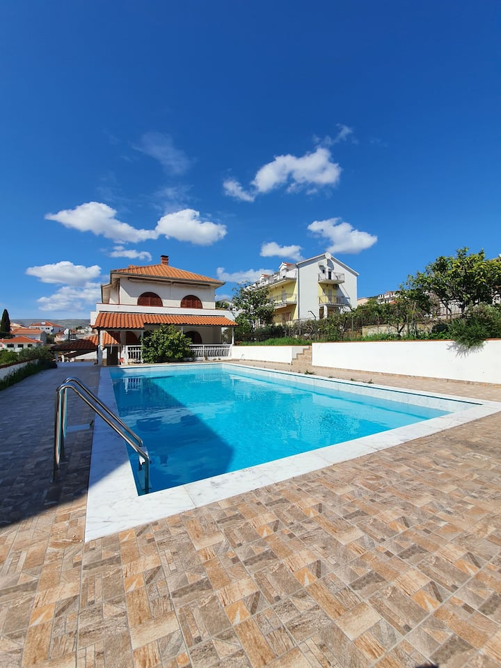 House in Fantastic Location with Pool and Seaview
