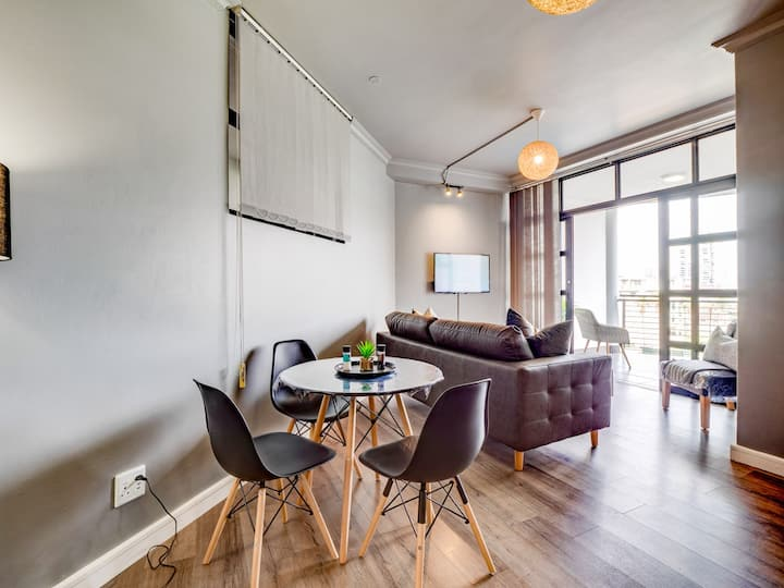 City Chic (with King Bed) @ Harbour View Heights