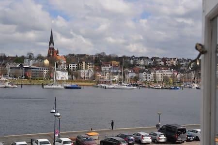 Hafenblick vom Kapitänshaus, 1. OG - Flensburg - Wohnung