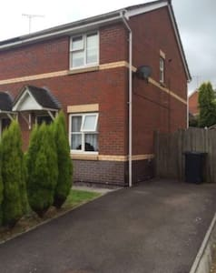 Tidy 2 bedroom house, driveway and conservatory - Thornbury