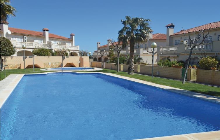 Semi-Detached with 3 bedrooms on 81m² in Miami Platja