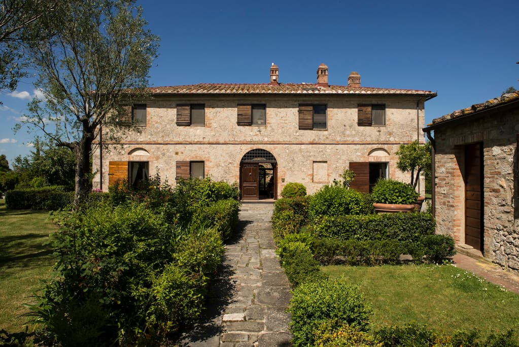 Country house tuscany near siena houses for rent in for Rent a home in italy