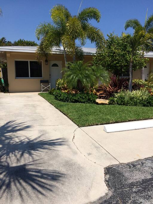 1 Bedroom Apartment 4 Houses To Beach W Pool Apartments For Rent In Pompano Beach Florida
