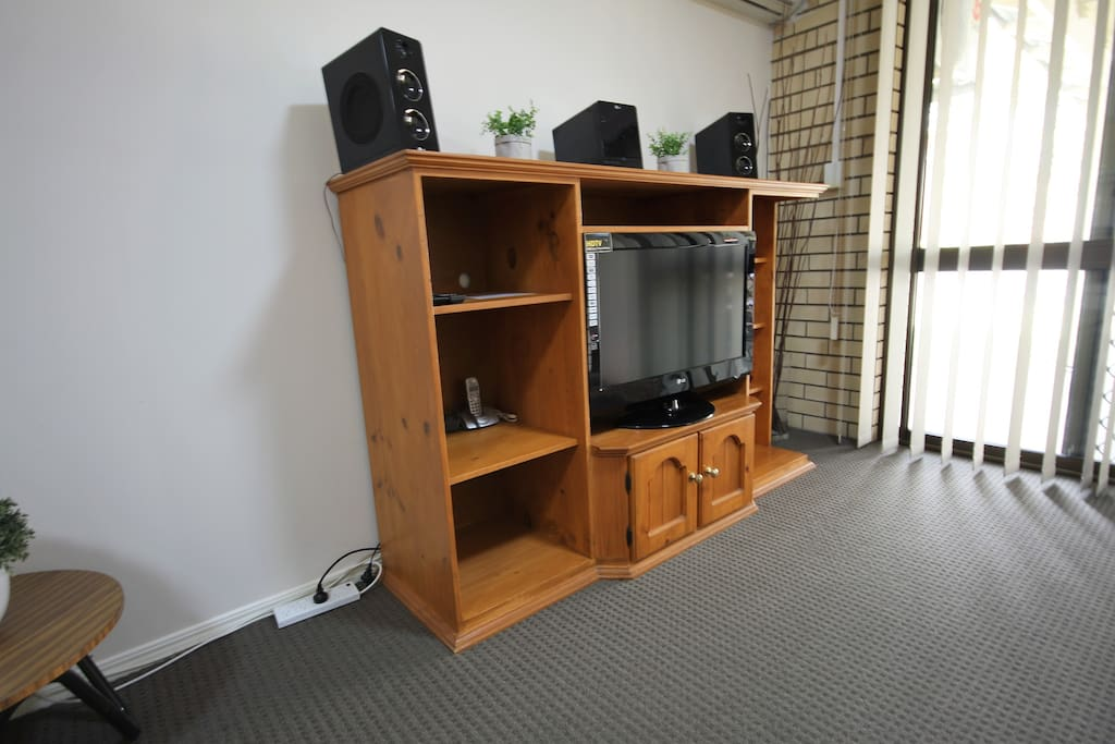 Robertson Airbnb Self Contained One Bedroom Unit Large HDTV with dvd / cd player.