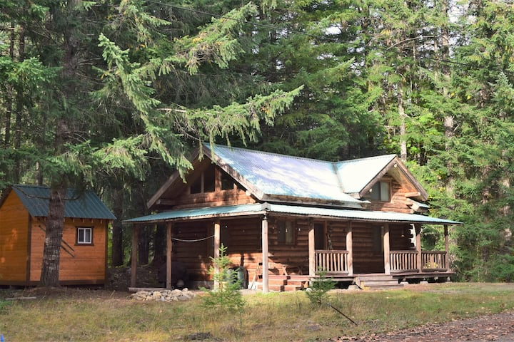 Cascade Log Cabin | Mt Rainier, AC, BBQ, Log Cabin