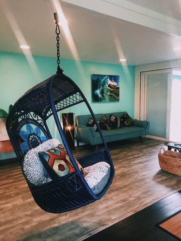 Comfortable hanging chair !