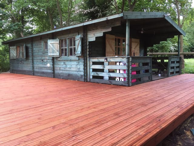 Double Rm within a cosy 2bdrm cabin - Uxbridge - Bed & Breakfast