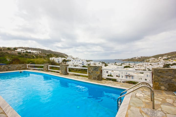 3-Bedroom Suite w. Swimming Pool near Ornos Beach - Ornos - Appartement