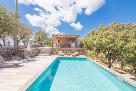 Villa de luxe avec piscine et vue mer, Funtanedda