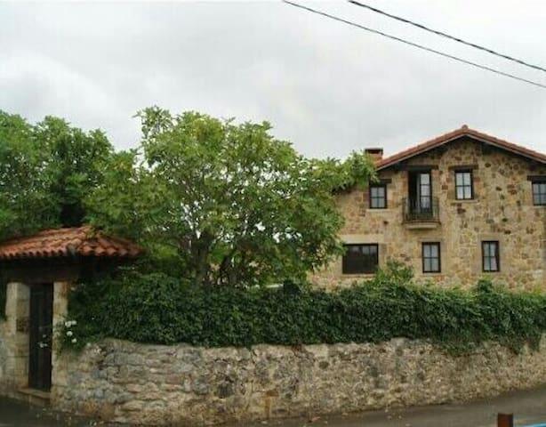 Casona de Piedra - Entrambasaguas - บ้าน