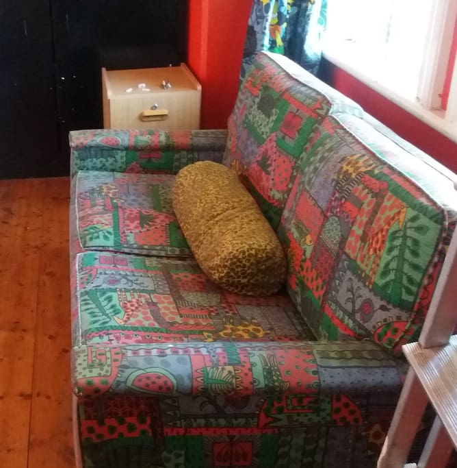 duble sit sofa in the badroom