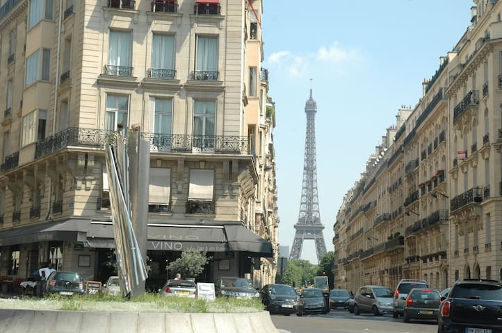 Bright studio near Eiffel Tower (Trocadero)