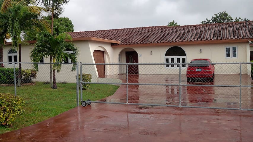 Entire 3 bedroom house - Freeport - House