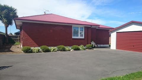 Warm friendly home, easy access from airport