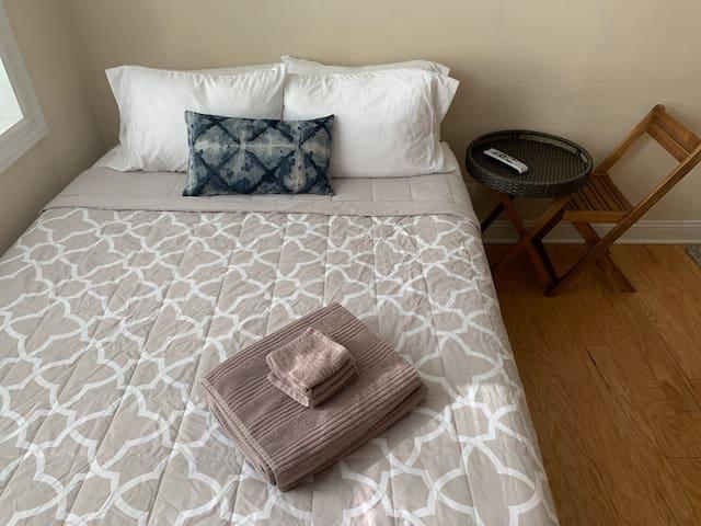 Effective Boystown/Wrigleyville Apartment