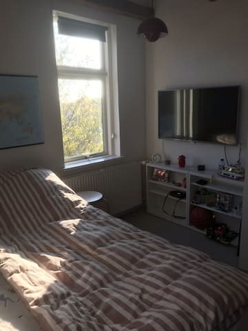 Room with double bed in a charming old House close to Århus C