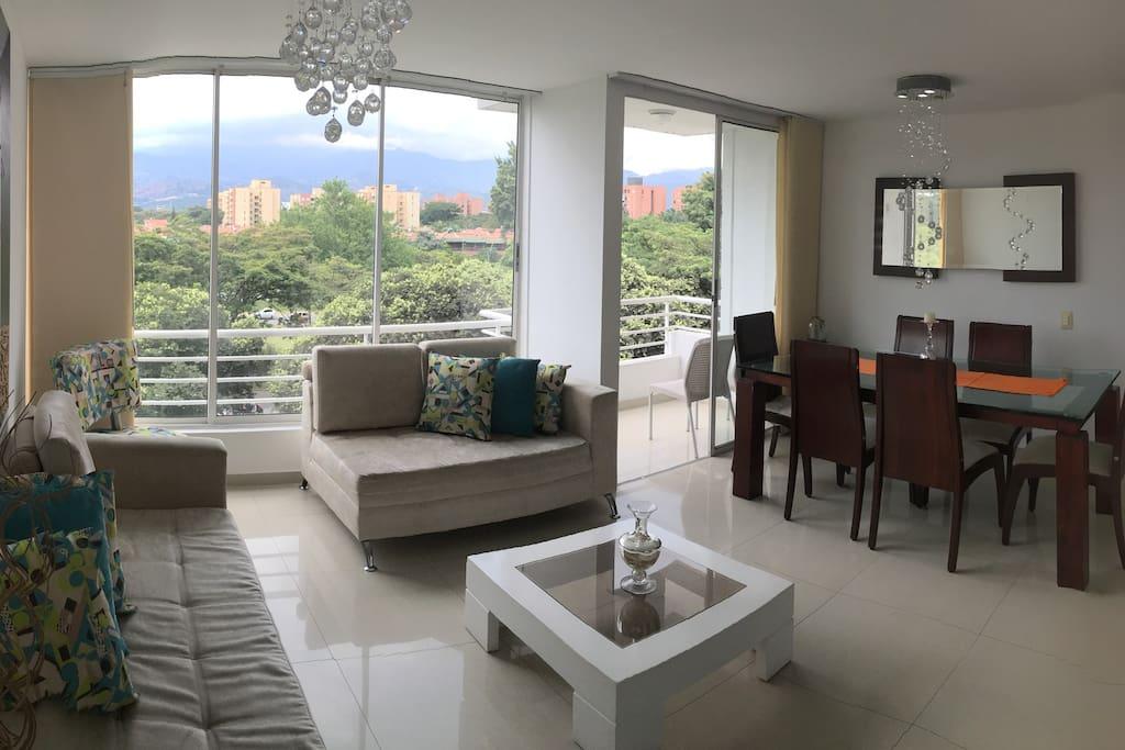 Sala, comedor y balcon con hermosa vista!!!