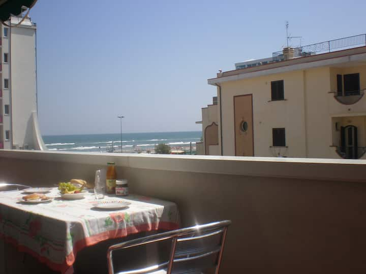 Home Riccione-6 people-balcony-50mt to free beach