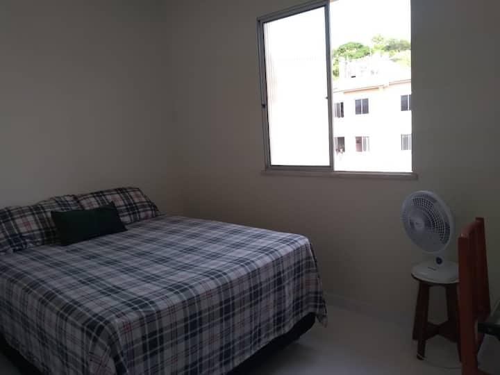 Quarto no Jabotiana, cama de casal, Aracaju/SE