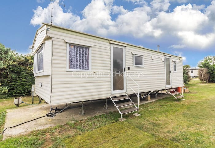 6 berth caravan for hire at Breydon water near Great Yarmouth ref 10029 RP