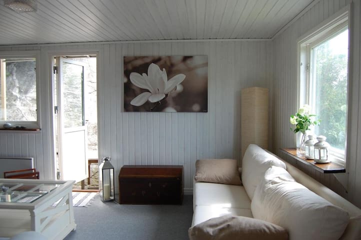 Cabin by the sea 20 mins from central Gothenburg