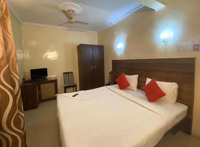 AC Room in the City at Royal Enclave Hotel