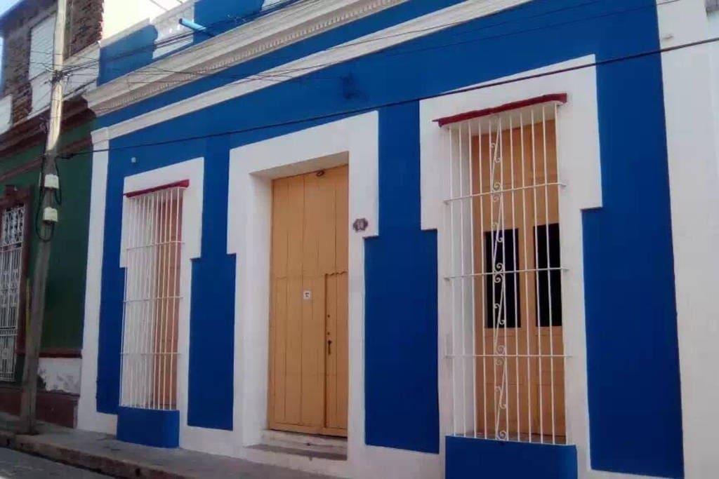 Frente de Casa Ernesto