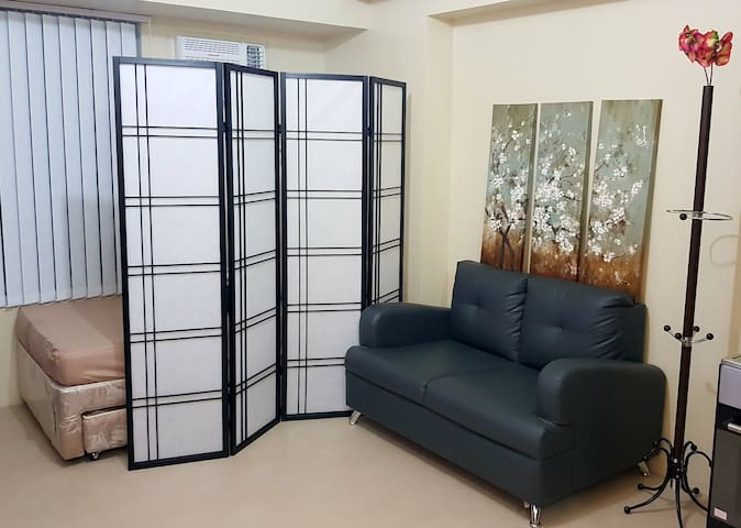 Cozy studio in Edsa Mandaluyong near malls and MRT