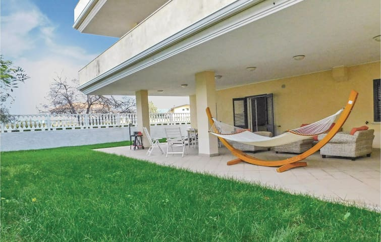 Holiday apartment with 3 bedrooms on 100 m² in Briatico (VV)