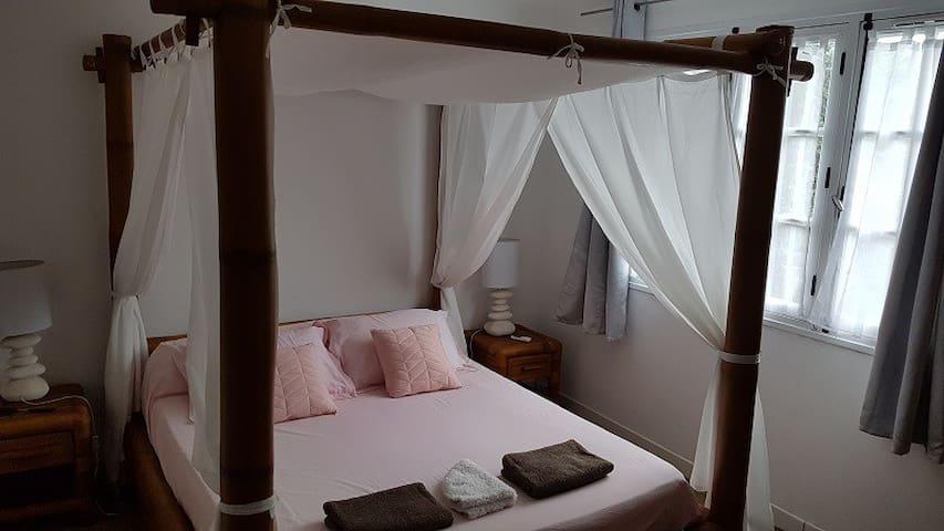 Chambre climatisée lit 160 dans Villa (H1)