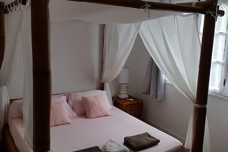Chambre climatisée au calme dans Villa (H1)