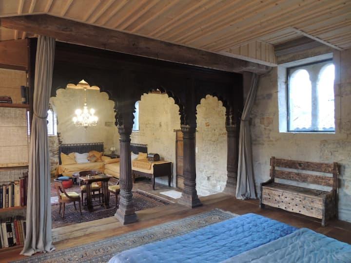 Suite familiale dans maison romane 1136