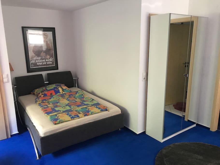 Schlafbereich 1,40 m breites Bett