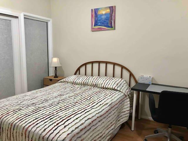 TysonsCorner(8miles) private entrance, quiet room